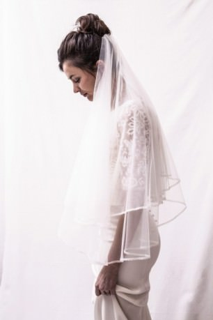 Short veil lined with lace