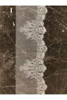 Etole en soie bordée de dentelle