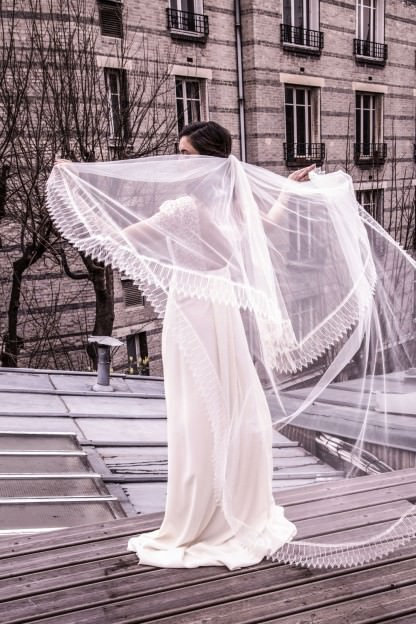 Long veil lined with lace