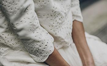 Top Bach porté sur la robe Mauriac